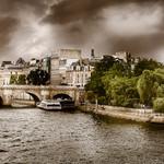Le mauvais temps arrive sur Paris et l'île de la Cité